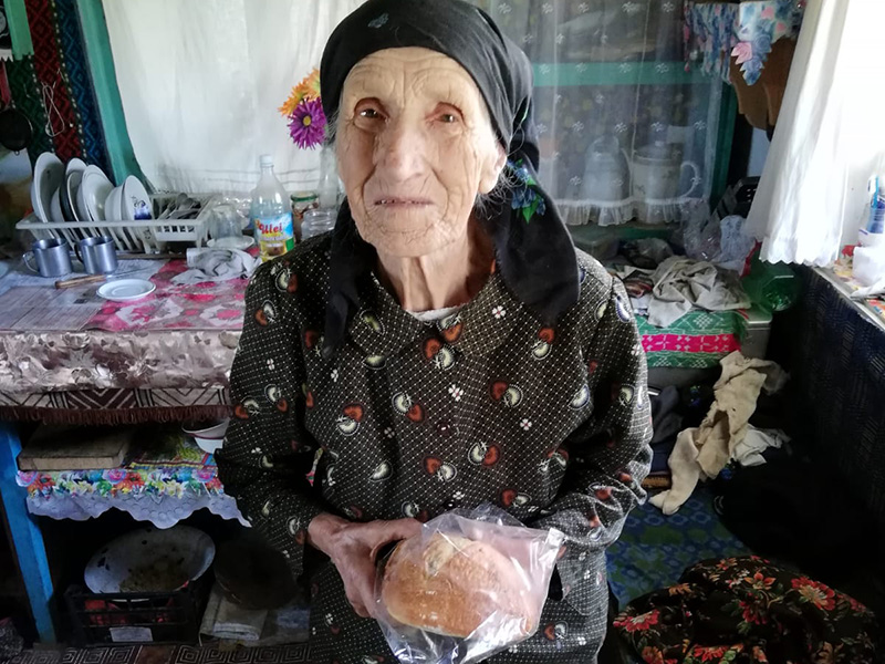 Bread and milk for elderly Romanians