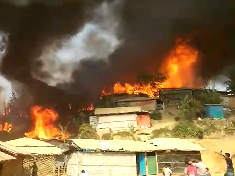 Massive fire in Rohingya refugee camp